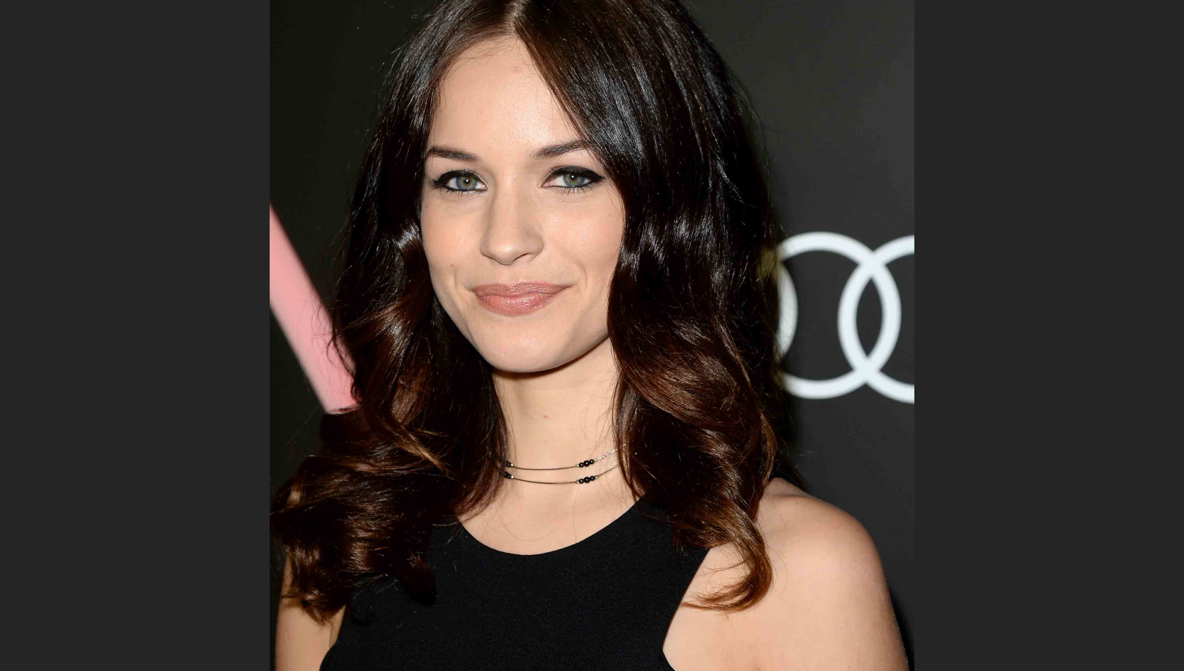 Alexis Knapp Wiki, Height, Weight, Dating, Career & Net Worth