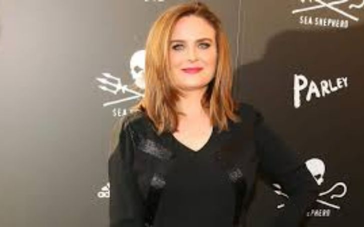 Emily Deschanel's Biography With Net Worth, Married, Husband, Children, Age & Height.