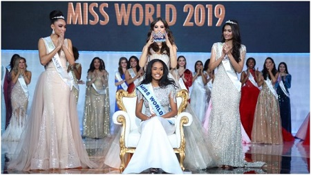 Jamaican-American Toni-Ann Singh crowned Miss World 2019 by Vanessa Ponce, alongside Ophely Mezino and Suman Rao