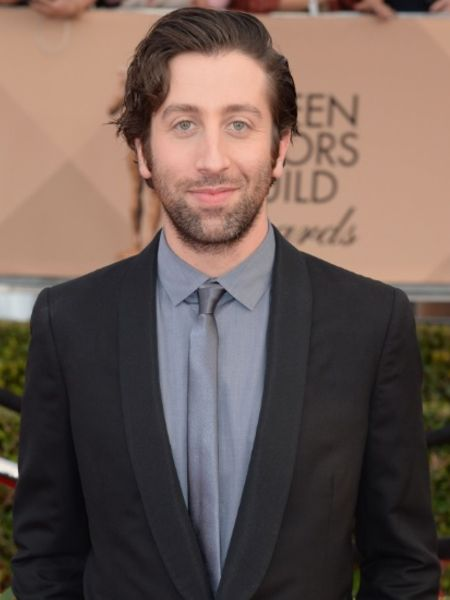 Simon Helberg attending an event
