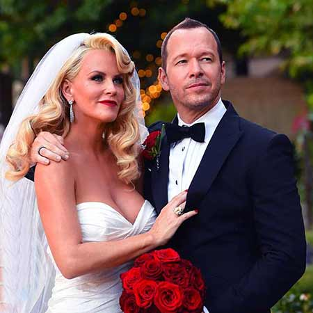 Jenny McCarthy with her husband, Donnie Wahlberg on their wedding day.