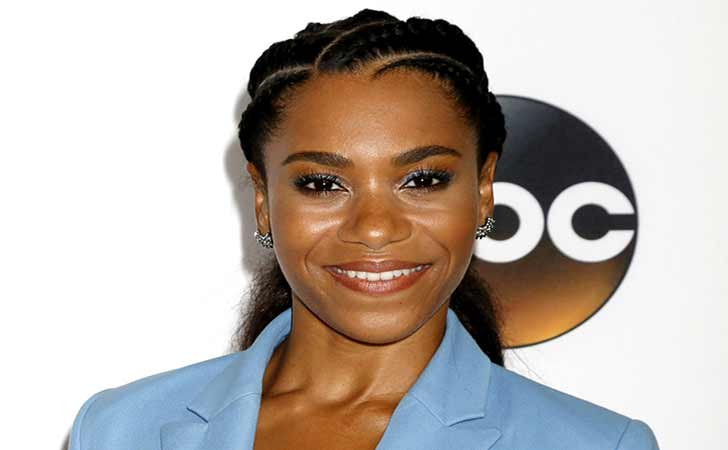 Who Is Kelly McCreary? Know About Her Age, Height, Net Worth, Measurements, Personal Life, & Relationship