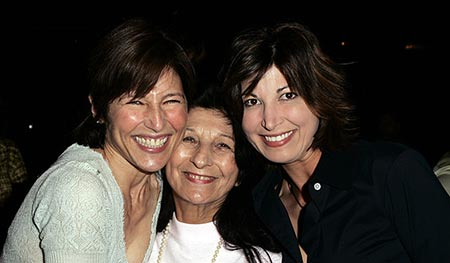 Catherine Keener with her mother Evelyn and younger sister Elizabeth Keener