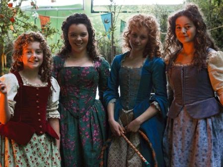 Ruby with other extras on-set of The Hobbit