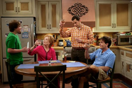 Holland Taylor with Charlie Sheen, Jon Cryer, and August T. Jones in Two and a Half Men
