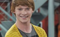 Calum Worthy Age, Movies, TV Shows, Net Worth, Height, Dating, Girlfriend